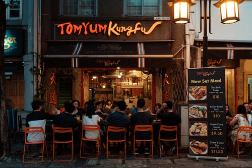 How to attract customers to a restaurant ?