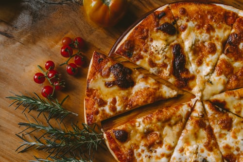 What equipment is essential for a pizzeria ?